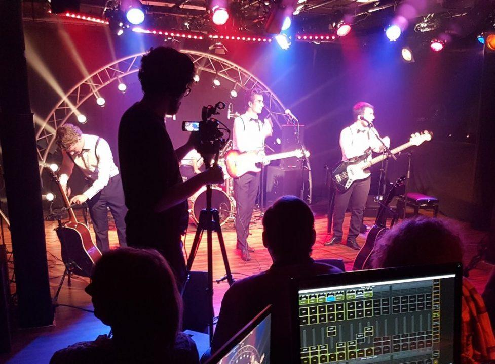 Bandproject in de theaterzaal tijdens de opleiding podium en evenemententechniek